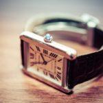 腕時計をはめるのに痛いと感じない位置は?外れない場合の外し方は?