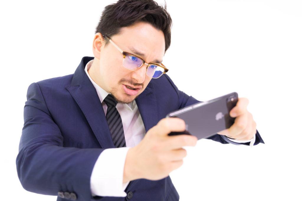 携帯ばかりいじる旦那スマホゲームばかりしていると離婚?