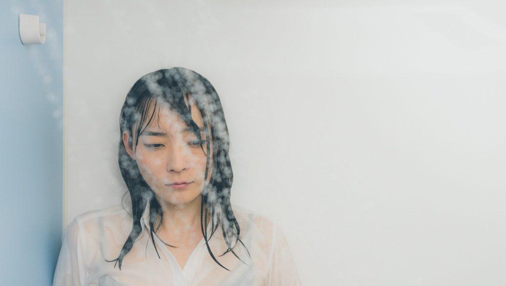 彼氏が好きすぎて泣けてしまう女性の特徴とは?