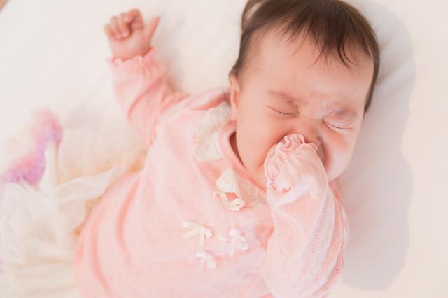 新生児が昼夜逆転して寝てくれない!どうして?