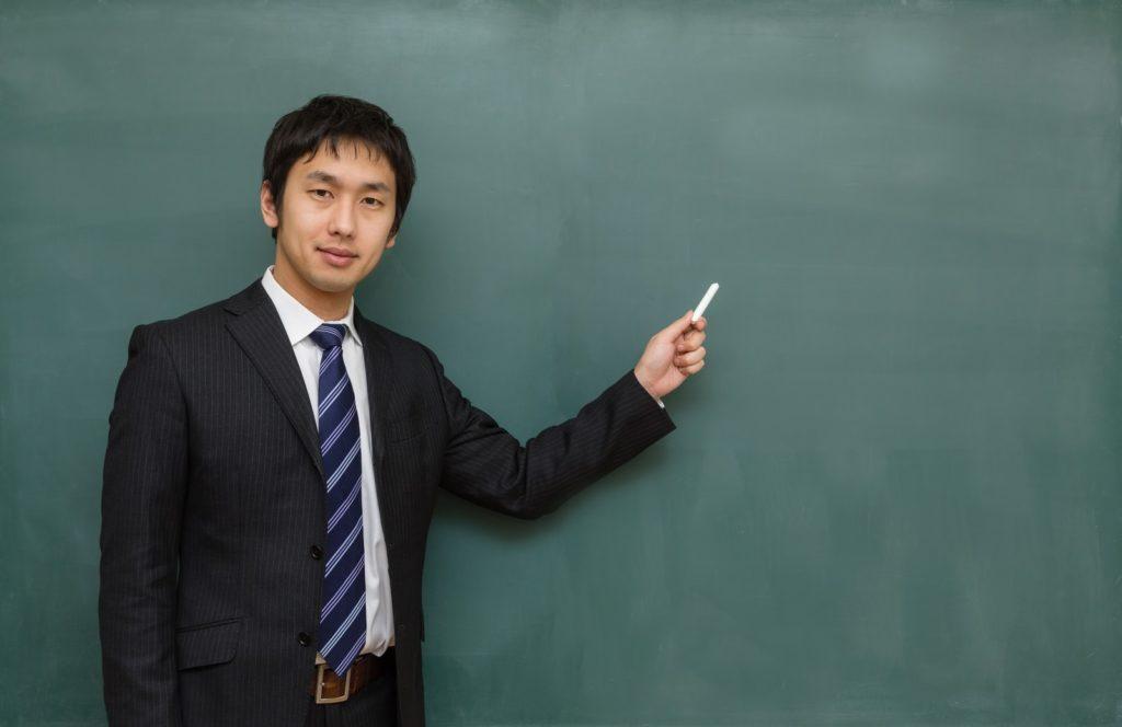高校へ勤める新任教師の服装とは?