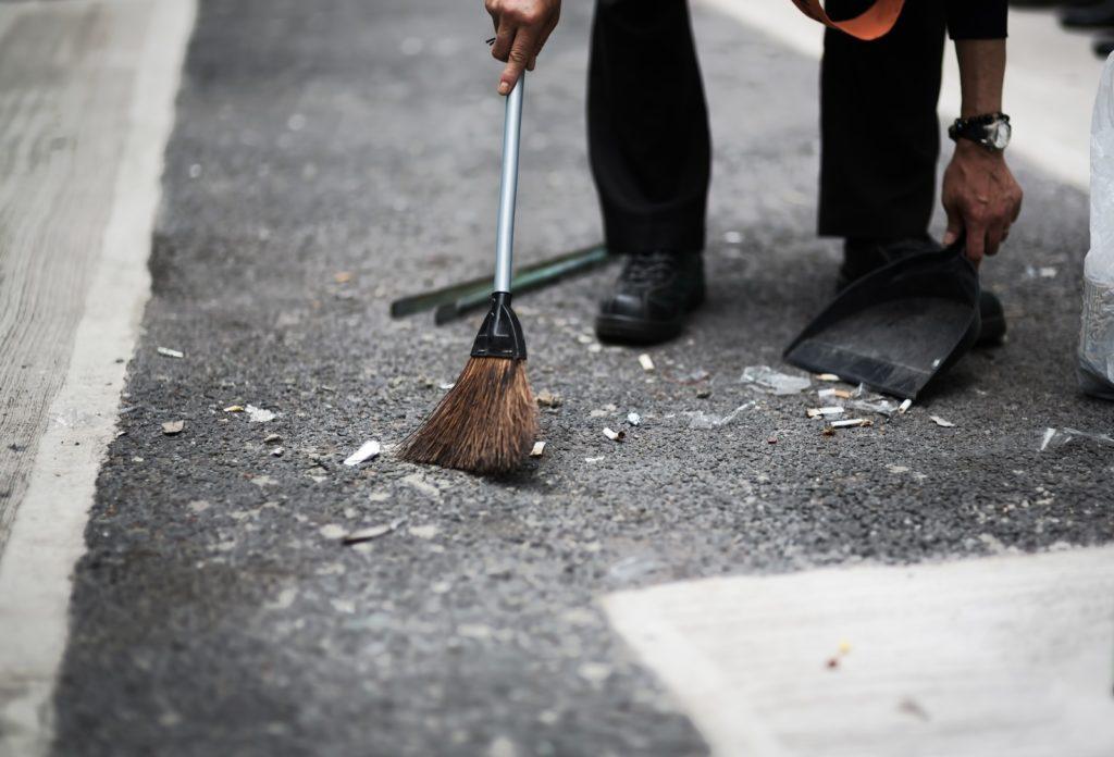 掃除の頻度は共働きだと少なくなる理由