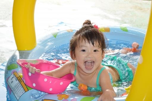赤ちゃんとプールに行く時に必須な持ち物は?必需品を紹介!